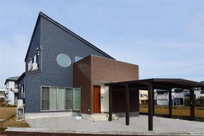 モダン丸窓とアウトドアリビングの家 ハーバーハウス長岡支店