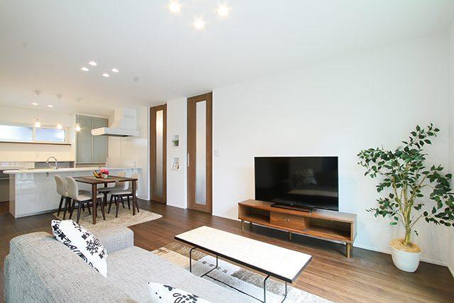 ブラックモダン・ゆったり快適リビングとこだわりの書斎のある住心地満点の家 ハーバーハウス上越支店