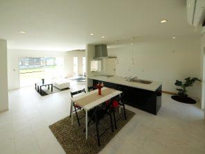 アイランドキッチンを囲むモダン住宅 ハーバーハウス長岡支店