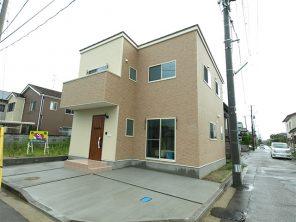 タイル調外壁、アイアンアクセントと小上がり畳リビングの家 ハーバーハウス長岡支店